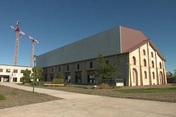 Les archives de Bordeaux Métropole sont situées rive droite dans le quartier Darwin en pleine mutation.