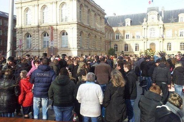 Rassemblement des Goodyear et de leurs familles devant la mairie d'Amiens