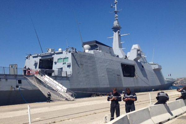 La frégate Multimissions Aquitaine, fleuron de la marine française, dans le port de Marseille pour trois jours.