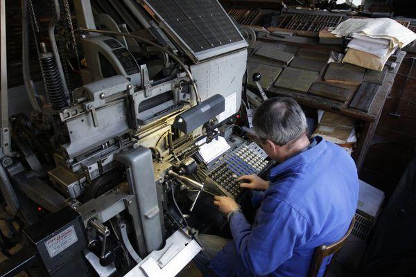 Aujourd'hui encore, l'écriture et l'assemblage du Démocrate de l'Aisne est possible grâce à un linotype