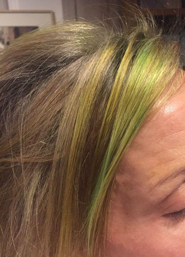 Les cheveux de Aude sont restés colorés