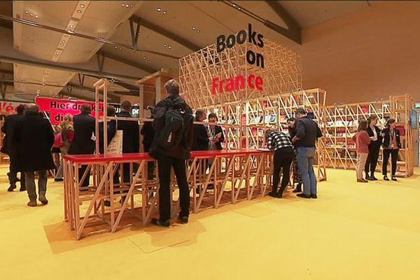 Le pavillon français de la foire du livre de Francfort abrite quelques 30 000 livres. Un peu de lecture pour nos voisins allemands !