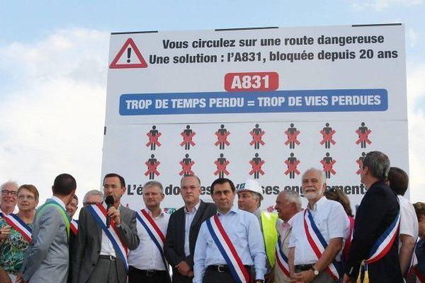 Une manifestation d'élus pour l'autoroute A 831