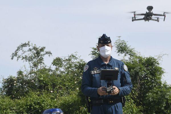 Exemple d'utilisation d'un drone de surveillance, à Toulouse. Image d'illustration.