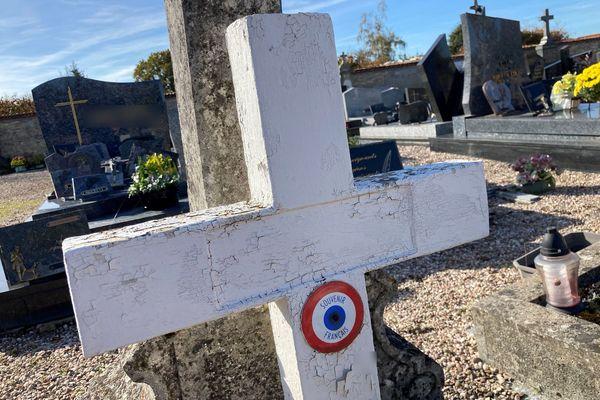 """Tombe anonyme d'un soldat """"mort pour la France"""" dans le cimetière de Saint Clément, Meurthe et Moselle"""