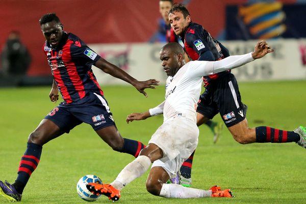 Le 16e de finale GFC Ajaccio - EA Guingamp, arrêté à cause des intempéries (2-2, 53'), sera rejoué.