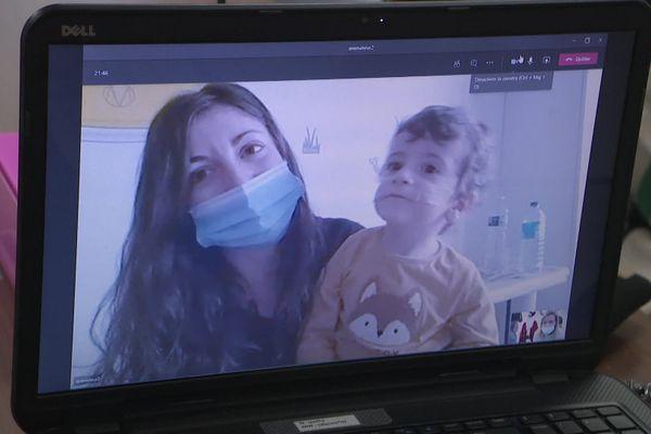 Comme tous les enfants de l'hôpital de Perpignan, Paul a reçu un cadeau et a pu voir ses super-héros préférés à travers l'écran.