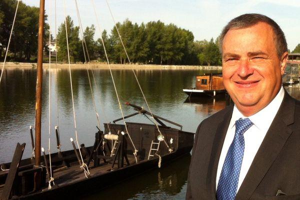 Olivier Carré sur les Bord de Loire à Orléans