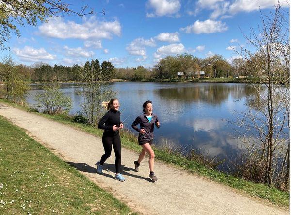 Entre Cesson-Sévigné et le Manoir de Tizé : des plans d'eau le long desquels le jogging est fort apprécié.
