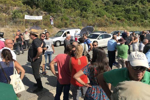 Près de 200 personnes sont rassemblées sur le site devant accueillir un centre d'enfouissement des déchets à Ghjuncaghju.