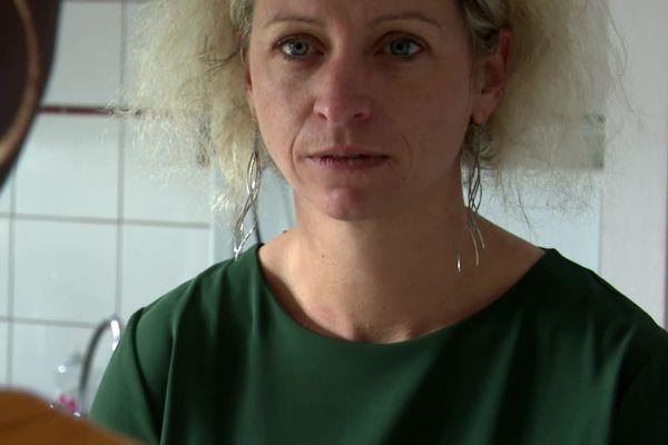 """Elodie Gresset, directrice du service d'accueil des femmes en difficulté de Vesoul : """"par des cadeaux, par des mots, le monsieur peut remettre la personne sous son emprise"""""""