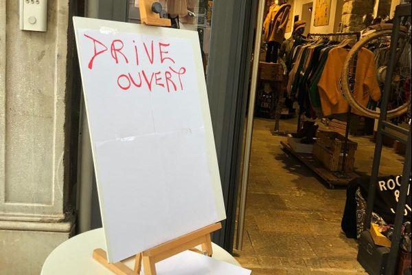 Depuis le 29 octobre, pour survivre, certains magasins corses ont mis en place des drive.