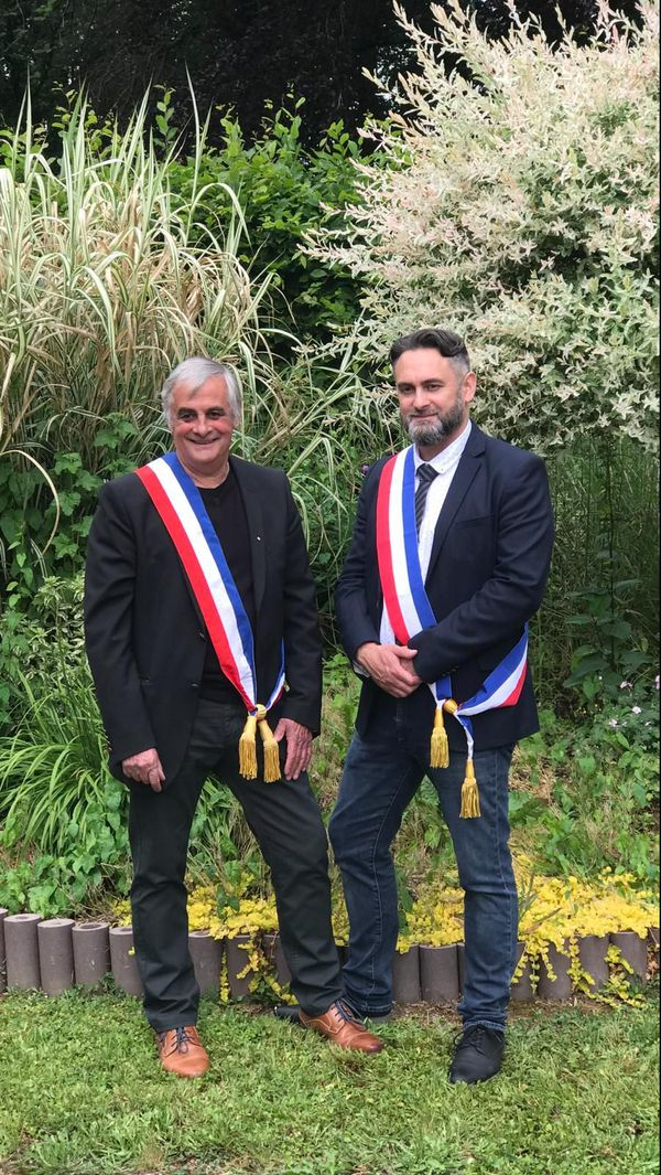 Maurice Gengoux (maire sortant de Laifour) et Kevin Gengoux (nouveau maire de Bonny-Sur-Meuse), le père et le fils auront été maire en même temps d'une commune de la communauté de Communes Vallée et Plateau d'Ardennes, durant 5 jours en mai 2020, le temps des passations de pouvoir décalée suite à la crise du Covid-19.