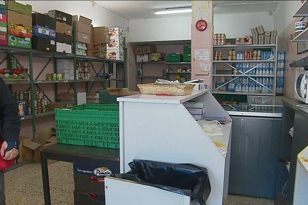 """Aux Restos du coeur de Toulon, les voleurs ont emporté """"entre 800 kilos et une tonne de marchandises, du café, du chocolat, des produits d'hygiène et d'entretien"""", a-t-il ajouté."""