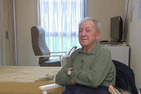 A la faveur de l'assouplissement des protocoles sanitaires dans les EHPAD, Michel Carry, 86 ans, a pu rendre une visite dominicale à sa famille.
