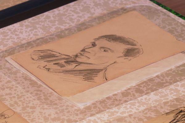 Jean Moulin a exposé ses dessins dans des galeries parisiennes