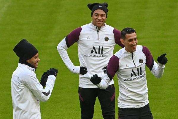 Neymar (g), Kylian Mbappé (c) et Angel Di Maria, attaquants du Paris SG, à Munich, le 6 avril 2021. (©AFP/Christof STACHE)