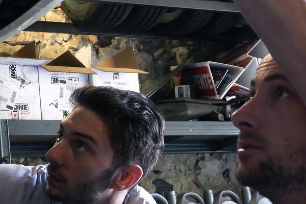L'apprenti, Romaric, découvre le métier avec son mentor, Christophe
