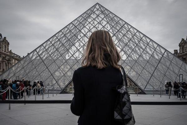 La pyramide du Louvre, le 4 mars, à la réouverture après trois jours de fermeture en raison du coronavirus.