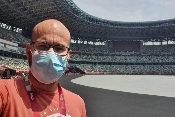 Selfie de Maxime au milieu du stade Olympique de Tokyo !