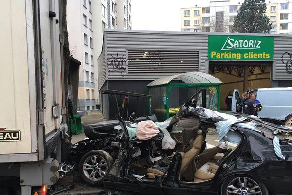 Accident mortel entre un poids lourd et une voiture St Martin d'Hères