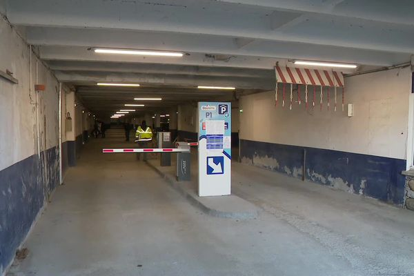 Le parking du valentin, au coeur de la station de sports d'hiver de Gourette, va devoir fermer pendant 8 à 15 jours le temps d'installer des étais métalliques