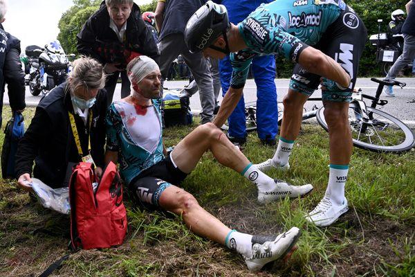 Une chute à 8 kilomètres de l'arrivée à Landerneau, le Tour est déjà fini pour Cyril lemoine