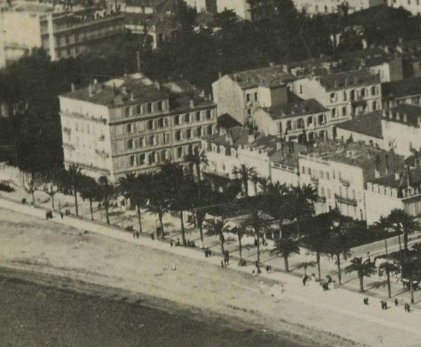 Gabrielle Chanel louait un atelier dans la villa Numa Blanc située sur la croisette à l'angle de la rue Macé.