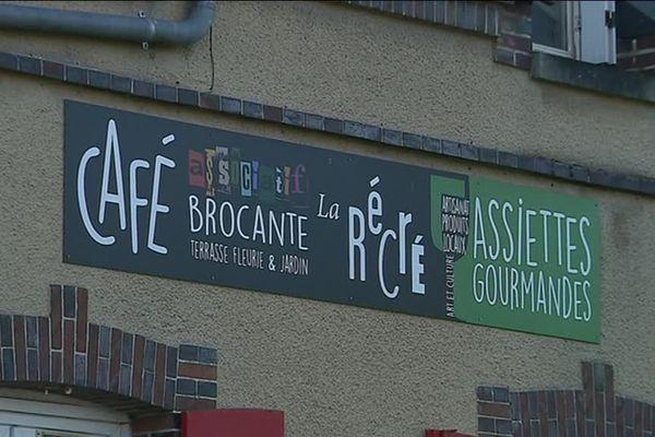 Façade du café brocante associatif La Récré, à Chapelle-Royale (Eure-et-Loir)