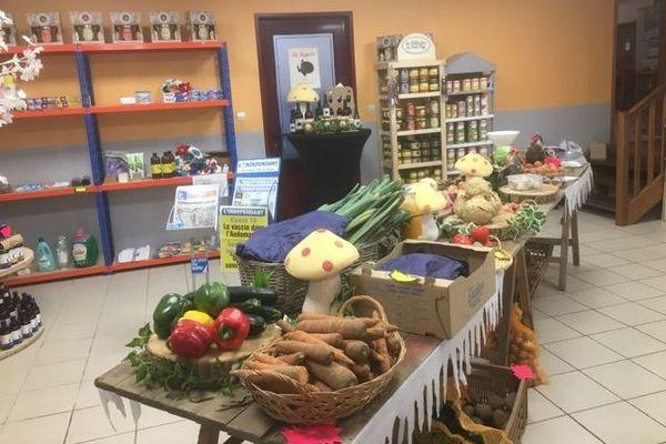 Epicerie et légumes frais vendus à l'estaminet de Zudausques