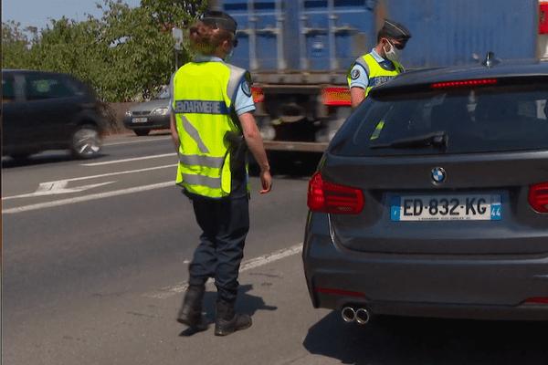 Les gendarmes rappellent les bonnes pratiques au volant en ce week-end de chassé-croisé.