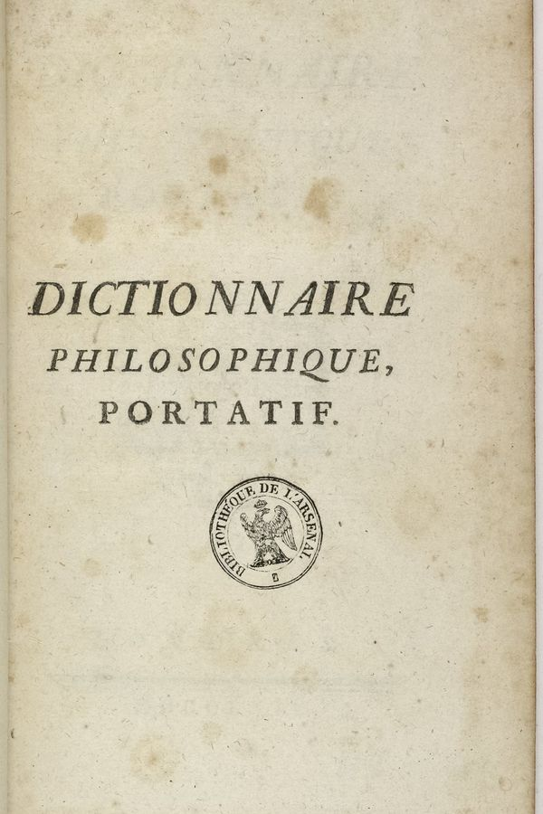 """Le """"Dictionnaire philosophique portatif de Voltaire"""", ouvrage interdit à l'époque, va jouer un rôle dans la condamnation du chevalier de La Barre."""
