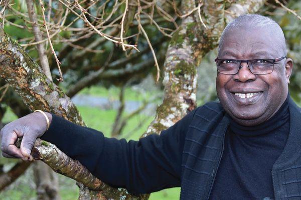 Kofi Yamgnane publie ses « Mémoires d'outre-haine » aux éditions Locus Solus.