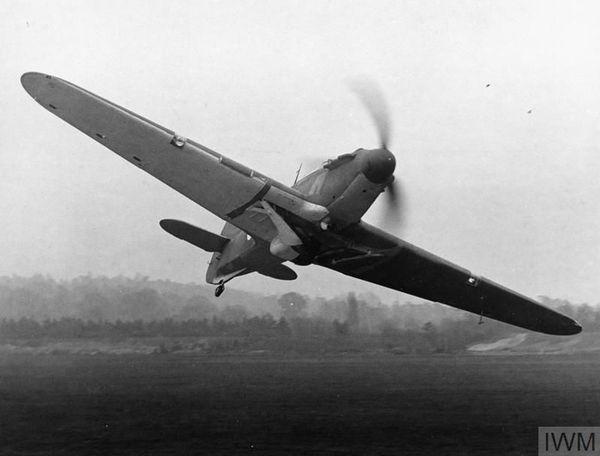 Un Hurricane du 56 Squadron volant à basse altitude en avril 1940.