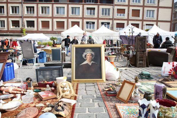 Chaque année, environ 2000 exposants dont 700 professionnels viennent vendre leurs marchandises dans le centre-ville d'Amiens.