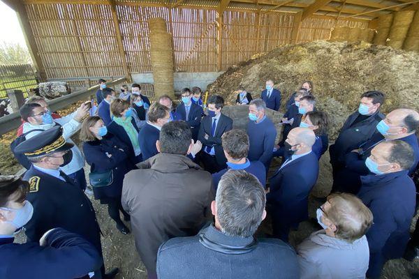 1er mars 2021- Julien Denormandie dans une ferme de Seine-Maritime