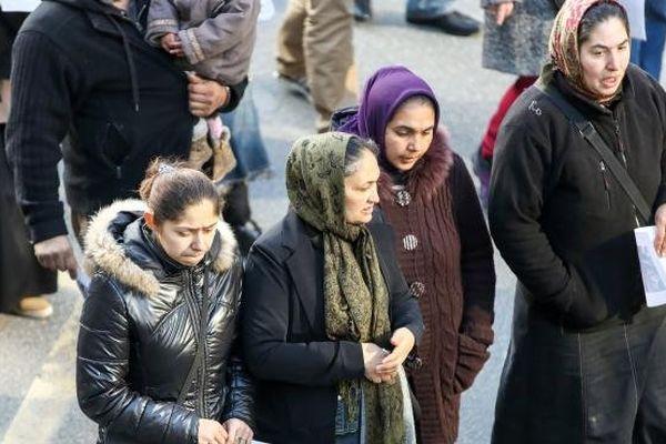 Des familles roms manifestent, le 16 février 2014, à Bobigny (Seine-Saint-Denis).