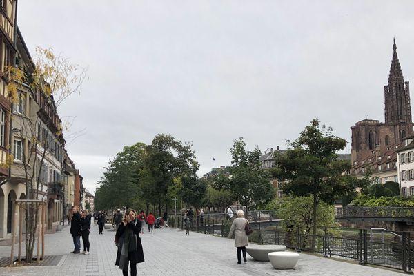 Après l'arrêté municipal, seuls les piétons et les cyclistes peuvent emprunter le quai des Bateliers
