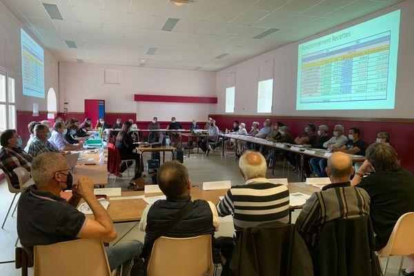 Les élus ont dû voter de nouvelles baisses de subventions hier à Vallière.
