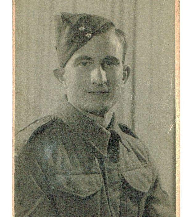 Jack Harrison a servi dans le Royal Army Ordnance Corps d'octobre 1942 à juin 1946.