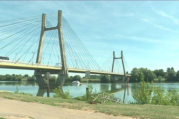 Le pont de Bourgogne à Chalon-sur-Saône est l'un des ouvrages les plus fréquentés de la région.