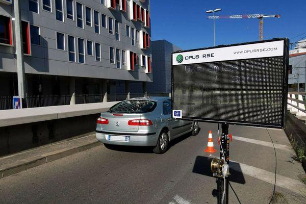 Un radar de pollution des gaz d'échappement des voitures testé à Marseille.