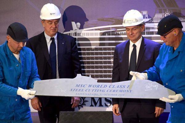Découpe de la première tôle du MSC Europa