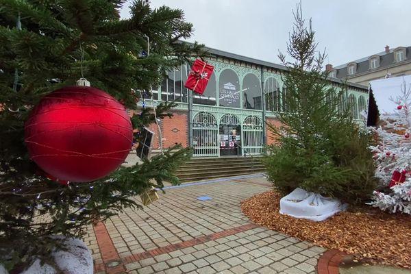Les halles de Limoges revêtent leurs vêtements de fêtes de fin d'année.