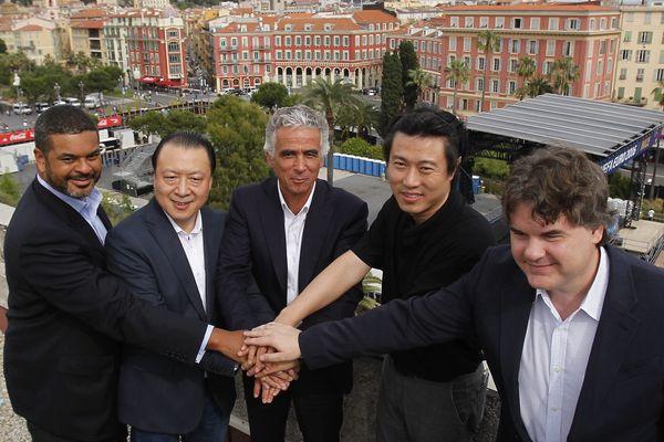 Les nouveaux actionnaires majoritaires sont un Sino-américain Chien Lee, qui présidera le conseil de surveillance, et un Chinois, Alex Zheng