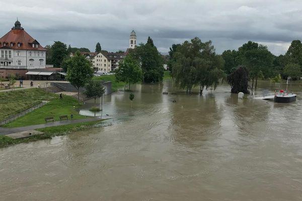 Le Rhin est sorti de son lit du côté allemand entre Strasbourg et Kehl mercredi 14 juillet.