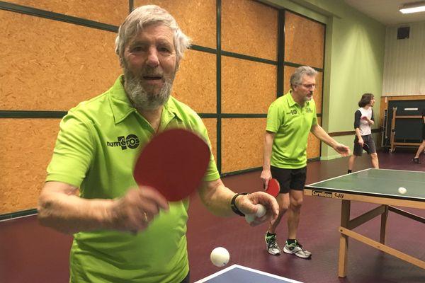 Son âge vénérable n'empêche pas Serge Moisson de s'entraîner deux fois par semaine à Lempdes (Puy-de-Dôme), tout près de Clermont-Ferrand.