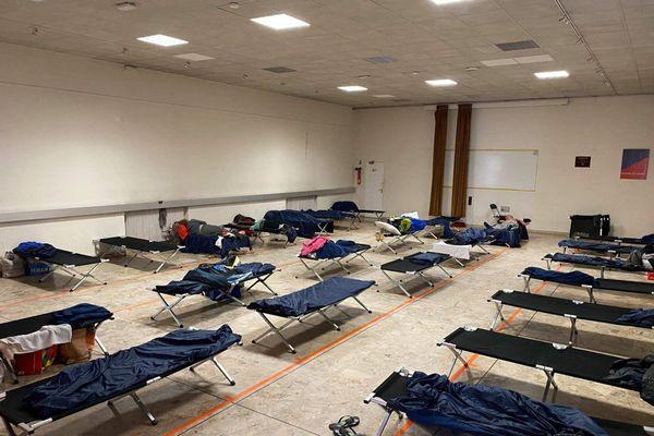 La ville de Cannes a ouvert un second centre d'accueil pour les SDF lorsque le couvre-feu a été mis en place par le gouvernement.