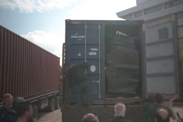 Un des conteneurs d'aide humanitaire à destination de Beyrouth (Liban) récoltée en Normandie.