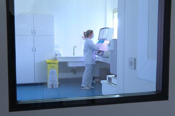 Le laboratoire Qualyse est prêt à se lancer dans le séquençage génétique des variants de la Covid-19.